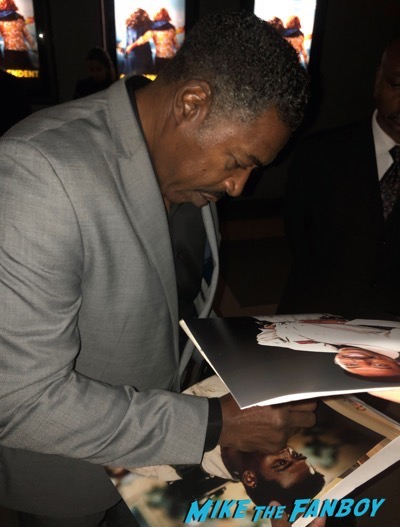 ernie hudson with fans signing autographs Grace and Frankie premiere signing autographs 3