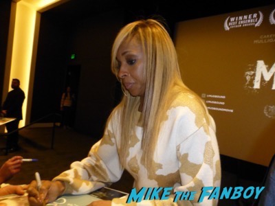 Mary J Blige with fans signing autographs mudbound q and a4