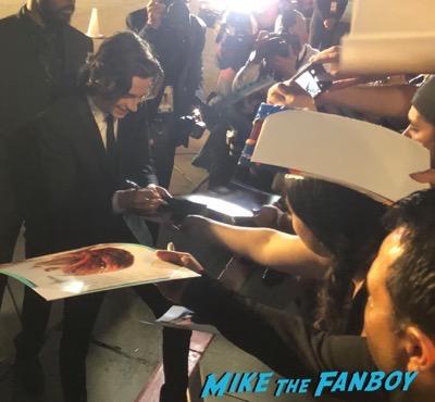 Timothée Chalamet signing autographs Palm Springs Film Festival 2017 signing autographs selfie 16Timothée Chalamet signing autographs Palm Springs Film Festival 2017 signing autographs selfie 16