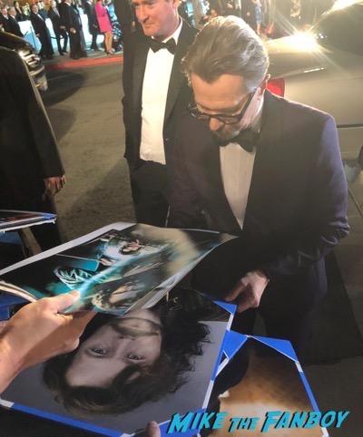 gary oldman signing autographs Palm Springs Film Festival 2017 signing autographs selfie 32