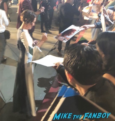 Laurie Metcalf signing autographs Palm Springs Film Festival 2017 signing autographs selfie 32