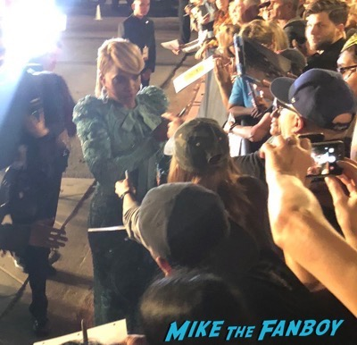 Mary J. Blige signing autographs Palm Springs Film Festival 2017 signing autographs selfie 28