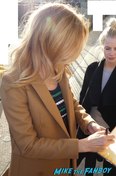 Heather Graham signing autographs jimmy kimmel live 2018 3