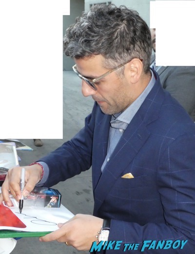 Oscar Isaac signing autographs jimmy kimmel live rare with fans 5