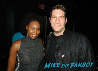 Sydelle Noel with fans signing autographs GLOW FYC q and a alison Brie meeting fans 0007Sydelle Noel with fans signing autographs GLOW FYC q and a alison Brie meeting fans 0007