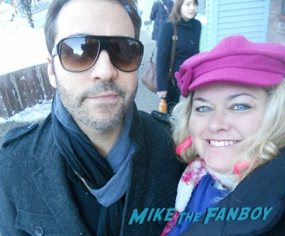 Jeremy Piven with fans signing autographs