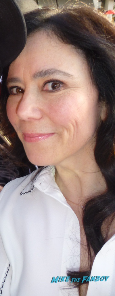 Alex Borstein signing autographs with fans meeting fans