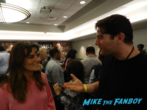 Frankie Shaw With FAns SMILF FYC ABC Day Panel Frankie Shaw with fans 0013