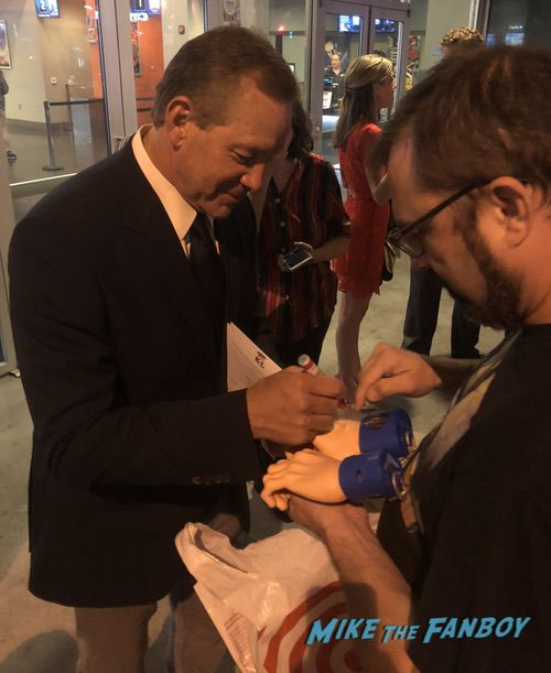 Steve Guttenberg with fans selfie signing autographs nice 0004