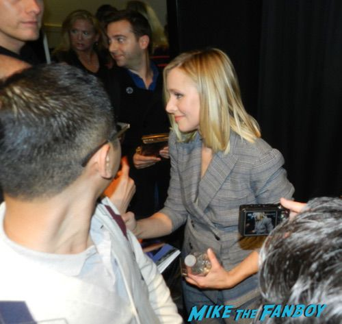 Kristen Bell with fans signing autographs 0001