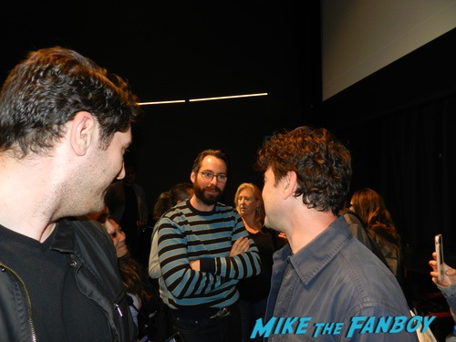 Ron Livingston with fans signing autographs 0013
