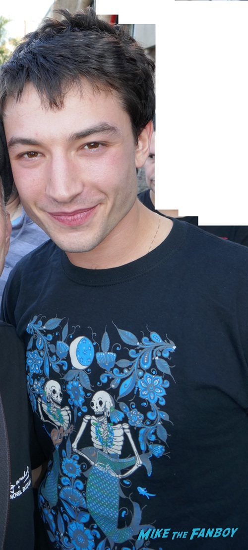 ezra miller with fans signing autographs 0000