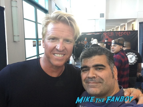 Jake Busey with fans son of monsterpalooza0002
