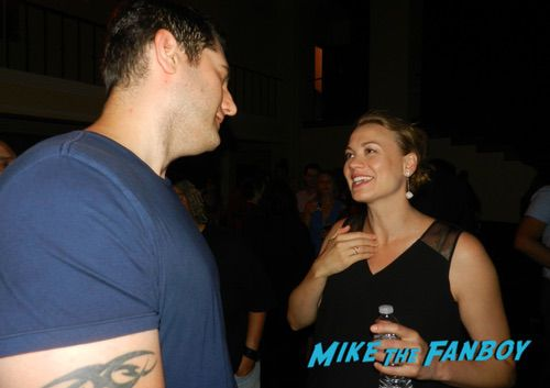 Yvonne Strahovski With fans The Handmaid's Tale season 2 finale screening and party 0009Yvonne Strahovski With fans The Handmaid's Tale season 2 finale screening and party 0009Yvonne Strahovski With fans The Handmaid's Tale season 2 finale screening and party 0009