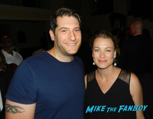 Yvonne Strahovski With fans The Handmaid's Tale season 2 finale screening and party 0009
