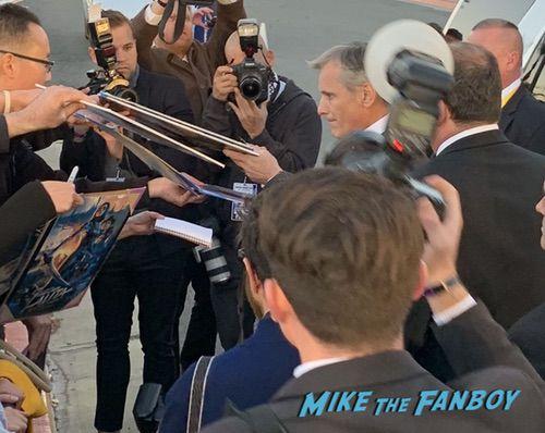 Viggo Mortensen with fans Palm Spring Film Festival 2018 signing autographs bradley cooper 0002