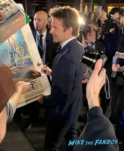 bradley cooper with fans Palm Spring Film Festival 2018 signing autographs bradley cooper 0008