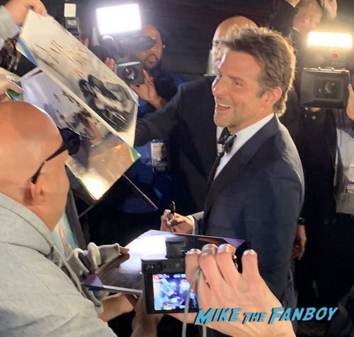 bradley cooper with fans Palm Spring Film Festival 2018 signing autographs bradley cooper 0008bradley cooper with fans Palm Spring Film Festival 2018 signing autographs bradley cooper 0008