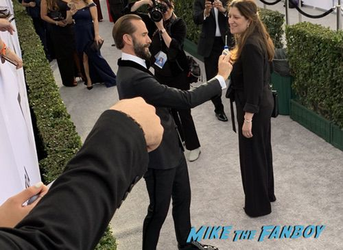 Joseph Fiennes with fans SAG Awards 2018 Celebrities signing autographs 0002