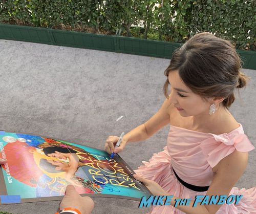 Henry Golding and Gemma Chan with fans SAG Awards 2018 Celebrities signing autographs 0015