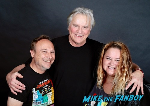 Richard Dean Anderson now 2018 with fans signing autographs 0000