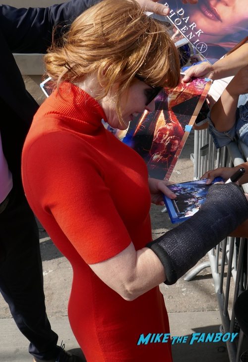 Jessica Chastain signing autographs jimmy kimmel live