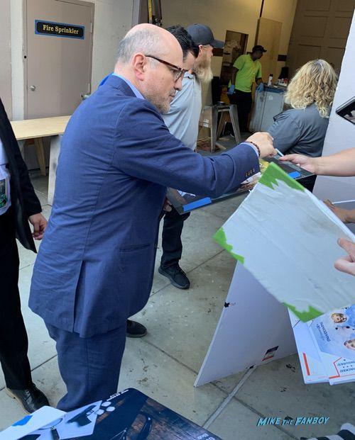 Enrico Colantoni signing autographs Veronica Mars cast signing autographs conan obrien sdcc kristen bell 0003