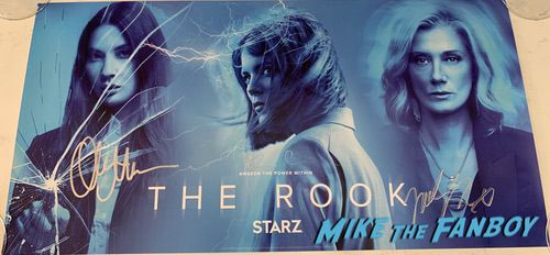 the rook sdcc 2019 autograph signing emma greenwell with fans 0006