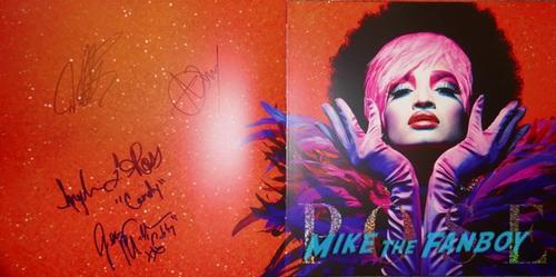 Pose Season 1 Elektra signed autograph presskit