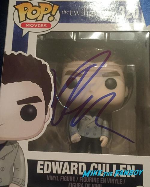 Robert Pattinson Signed Funo pop twilight 0000