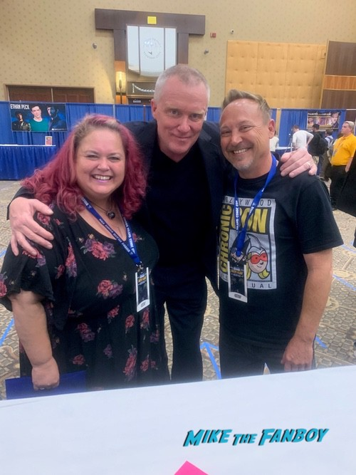 Anthony Michael Hall with fans vacation reunion 0005
