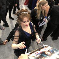 Helena Bonham Carter SAG Awards 2020 signing autographs 0040