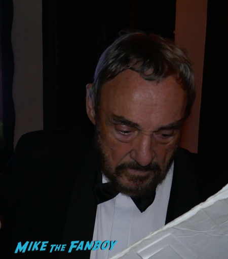 John Rhys-Davies photo with fans signing autographs 0000
