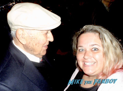 Carl Reiner with fans selfie 0000